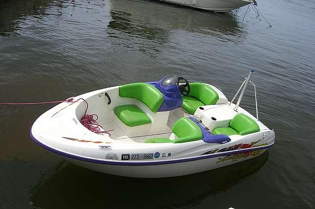 куплю катер. лодку водомет.б.у